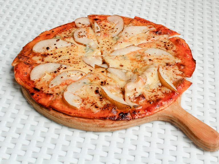Pizza-de-pera-y-queso-roquefort